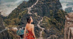 Hang Múa nằm dưới chân núi Múa cách Hà Nội tầm 100 km là điểm đến lý tưởng dành cho những người eo hẹp thời gian, muốn chiêm ngưỡng thiên nhiên hùng vĩ. Chỉ cần hai ngày một đêm dịp cuối tuần là đủ để bạn khám phá hết cảnh đẹp nơi đây - Ảnh: hachi8