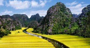 Du lịch Ninh Bình ngắm cảnh, ăn tái dê và cơm cháy